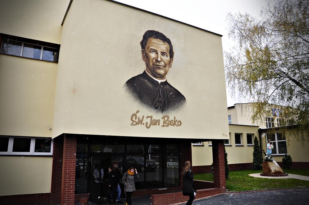 Malowanie elewacji sklepu - Nietak.eu