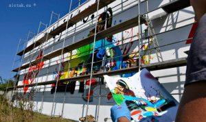 malowanie graffiti - Łukasz na rusztowaniu