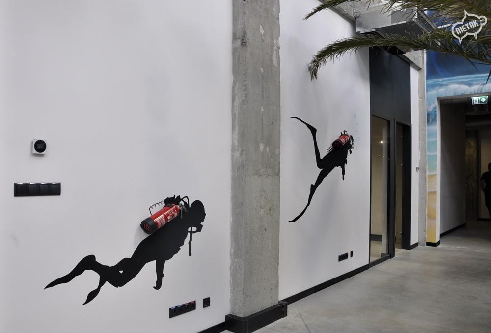Graffiti na ścianie w biurze - Nietak.eu